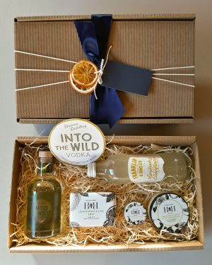 Luxury Scottish 20cl Into The Wild Vodka & Hoods Honey Hamper